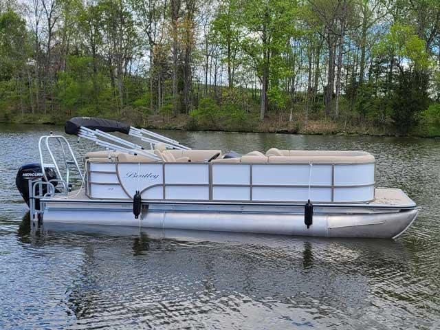 Bentley 220 White Pontoon Boat Rental